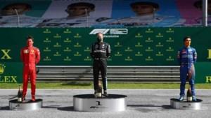 Bottas wint krankzinnige race, Hamilton vierde door tijdstraf