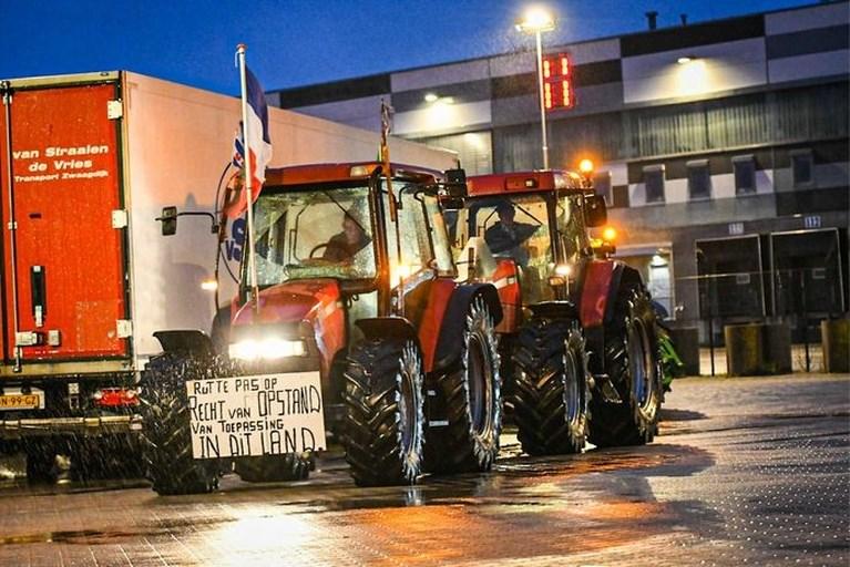 Actievoerende boeren actief tot laat in de nacht