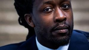 Akwasi vindt dat racismedebat te veel over hem gaat: 'Niemand hoeft bang voor me te zijn'