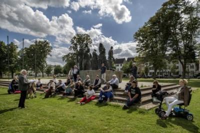 Voorleesuurtje in het Maastrichtse Vrijheidspark