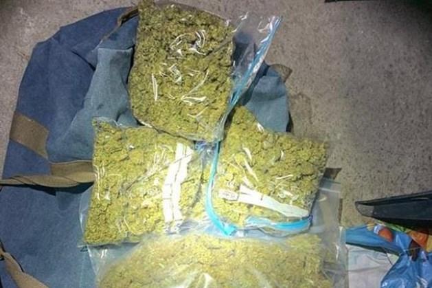 Politie pakt twee personen op voor drugshandel
