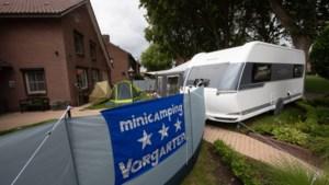 Kamperen in de eigen <I>Vorgarten</I>; woning is twee weken verboden terrein