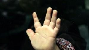Vader verdacht van moord vier maanden oude baby door slaan en schoppen tegen hoofd