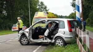 Automobilist gewond na botsing met bestelbus bij afrit A2