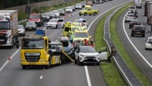 Drie auto's botsen op A73 bij Venray: één gewonde naar ziekenhuis