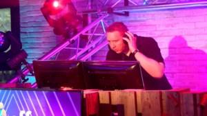 Diskjockey Jeffrey Curfs vermaakt kijkers in coronatijd met verzoekplaten