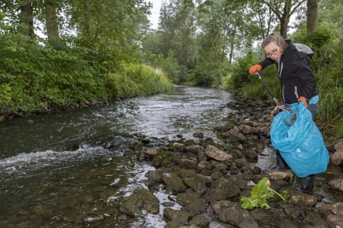 Sylvia zet zich in voor schonere rivieren: 'Mensen beseffen niet dat plastic in de Worm dolfijnenvoer wordt'