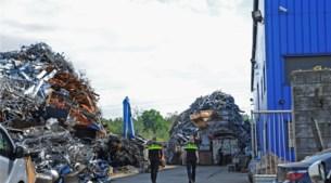 Video: Porsche, Maserati en 4 ton in beslag genomen bij recyclingbedrijf