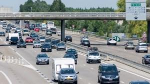 Vakantiedrukte op de wegen: bijna duizend kilometer file in Frankrijk