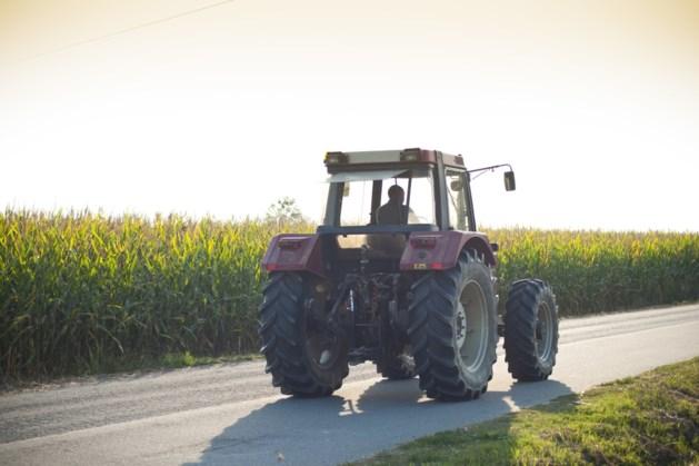 Boeren op tractoren onderweg naar Vrijthof in Maastricht