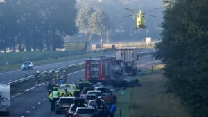Omstanders redden zwaargewonde bestuurder uit brandend wrak op A73