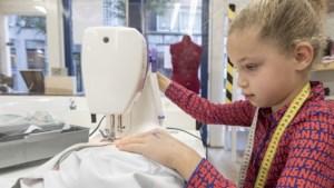 Heel Limburg naait: 'Als ik achter de naaimachine zit, denk ik nergens meer aan'