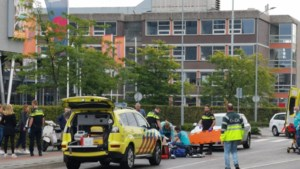 Fietser zwaargewond na aanrijding met auto in Venlo