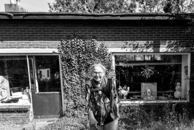 Kunstenares Bea Prins is 97 en kocht gewoon nog een nieuwe auto