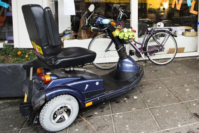 Scootmobielers in actie tegen voorgenomen bezuiniging Maastricht