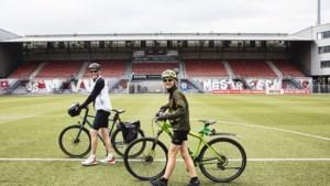 Stijn (12) fietste honderden kilometers naar alle 34 profvoetbalstadions: 'Maar één keer een lekke band'