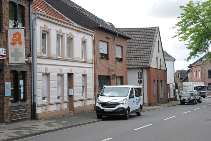 Duitse en Nederlandse gemeenten: uitzendbureaus misbruiken gebrek aan controle op arbeidsmigranten