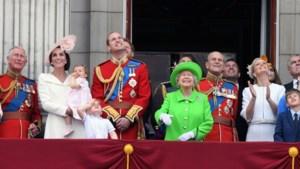 Documentaire over het Britse koningshuis verrast ook de kenner: 'Dan zie je ze staan, naast Hitler'