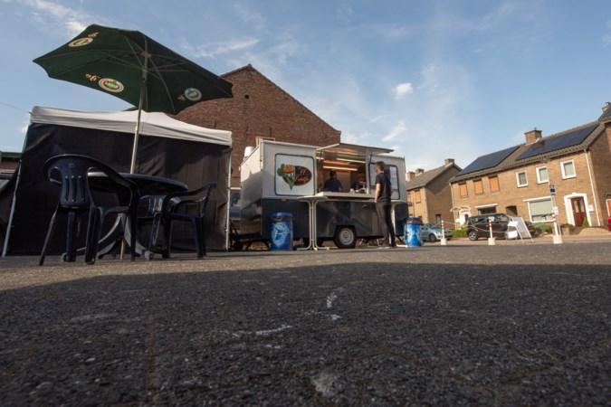 Ruzie in Berg aan de Maas: Frietwagen moet terras afbreken na klachten van overburen