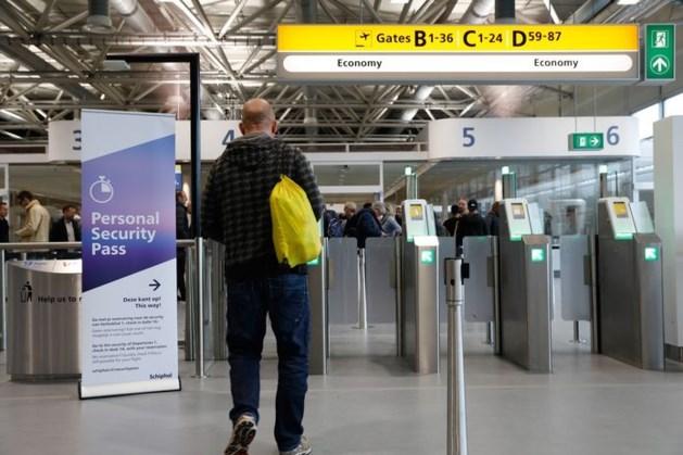 'Paspoortcontrole op Schiphol achter balies gaat verdwijnen'