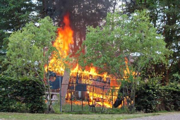 Nasmeulende vuurkorf oorzaak van afbranden jeugdhonk America