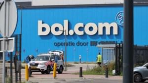 Zeker vier daders beroofden Bol.com en namen 'dure spullen' mee in eigen vrachtwagen