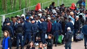 Politie ontruimt migrantenkamp ten noorden van Parijs