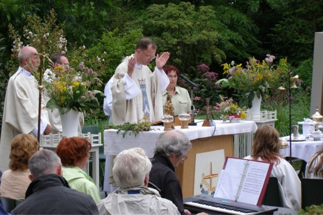 Zegening kroedwusjen in parochiekerken Kerkrade-West