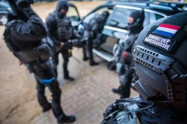 Arrestatieteam pakt man uit Weert op voor verkoop steekvest Marechaussee