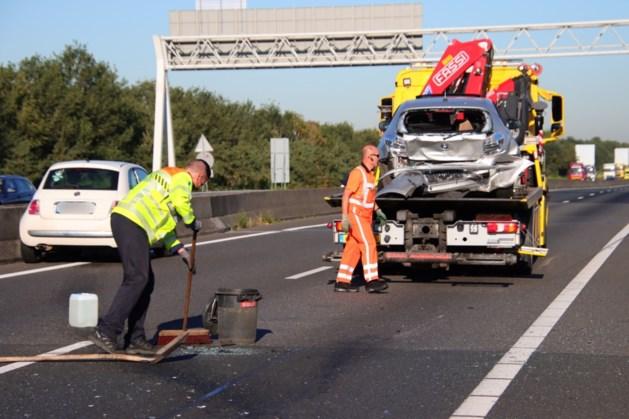 Twee gewonden bij ongeluk op A67, snelweg korte tijd dicht