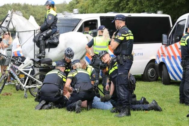 Twee aanhoudingen bij demonstratie Viruswaanzin in Den Haag