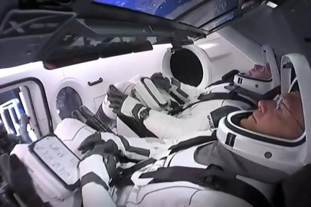 Astronauten van eerste commerciële ruimtevlucht veilig geland in Golf van Mexico