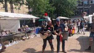 Straatmuzikanten zorgen voor sfeer in Roermond: 'Gelukkig hoeven we niet voor politie te spelen'