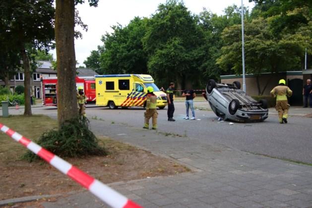 Auto belandt op de kop na aanrijding in Blerick