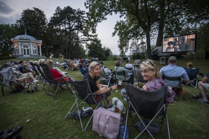 Proosdijpark als openluchtbioscoop blijkt succes: 'Nu kun je in Meerssen ook iets anders doen dan een terrasje pikken'