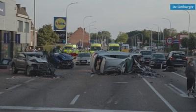 Video: Spookrijder richt enorme ravage aan in Belgisch-Limburg, acht gewonden