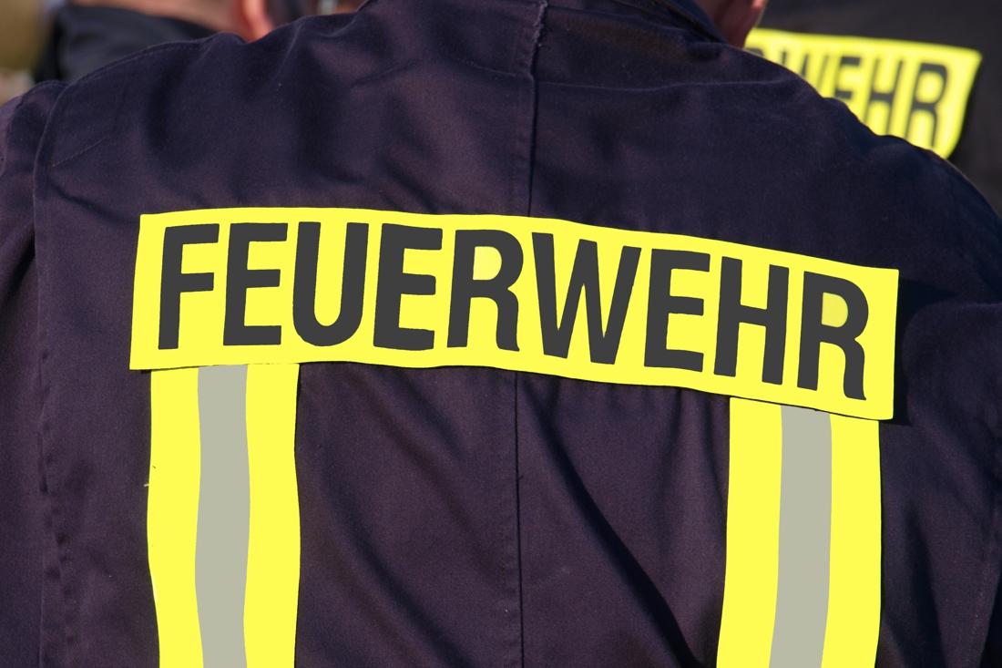 Grote brand in stro- en hooiopslag in Duitse Wehr zorgt voor geuroverlast in Limburg.