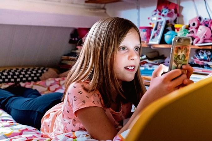 Ook online opvoeden is nodig: zo leg je je kind uit hoe het zich digitaal moet gedragen