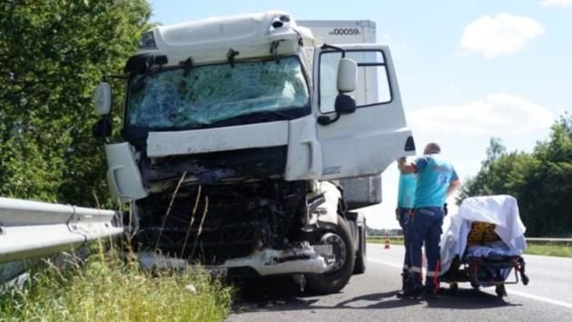 Chauffeur en kind gewond bij ongevallen op A2