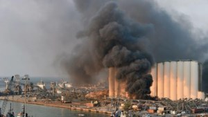 Vijf medewerkers Nederlandse ambassade Beiroet gewond door gigantische explosie