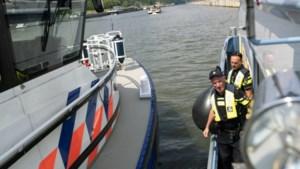 Politie controleert op de Maas