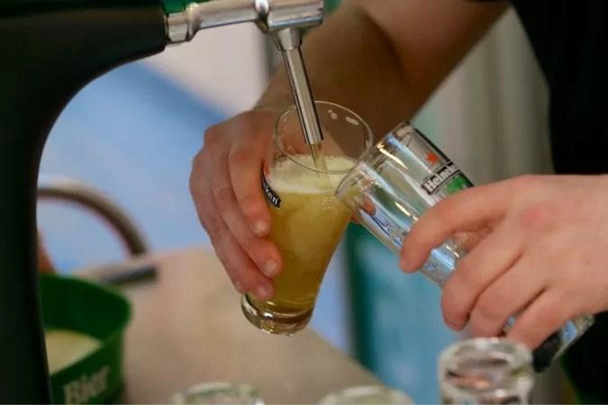 Volop feest in sommige Boxmeerse cafés, burgemeester waarschuwt: 'Onverantwoord'