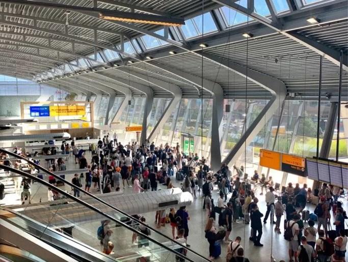 Vliegverkeer Eindhoven Airport weer op gang na ochtend chaos door ziekmelding