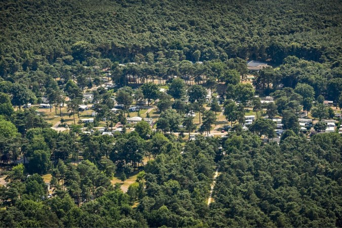 Directeur mag gezin van camping verwijderen vanwege 'coronafeestje'