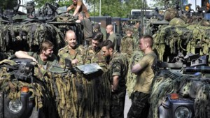 Militairen Koninklijke Landmacht oefenen in Meerssen