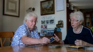 Negentigste verjaardag van eeneiige tweeling Bets en Mia wordt met gerust hart een jaar uitgesteld