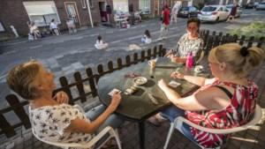 Coronaproof en hittebestendig kienen in de Tuttebelle straatbingo in Maastricht