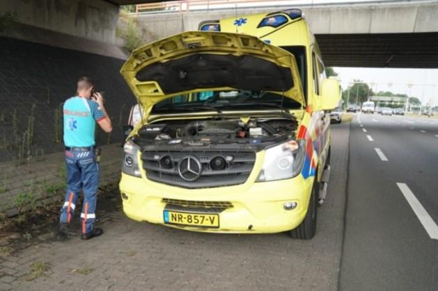 Ambulance met patiënt strandt in verkeer