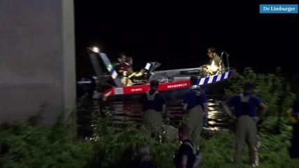 Video: Verdachte op de vlucht voor politie springt Maas in en ontkomt