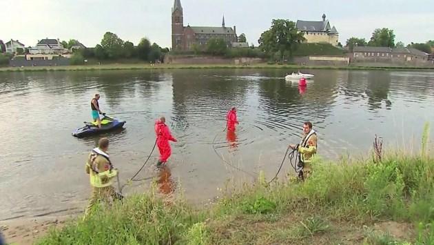 Brandweer zoekt naar vermiste man in Maas bij Kessel